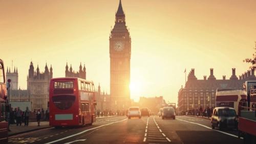 Uma cena de rua movimentada em Londres, Inglaterra