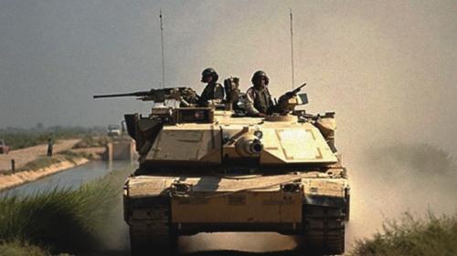 Tanque de guerra M1A1 do Exército dos EUA no Iraque em 2004.