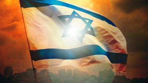 Bandeira israelense com Jerusalém ao fundo.