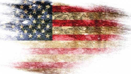 Uma bandeira rasgada dos Estados Unidos.