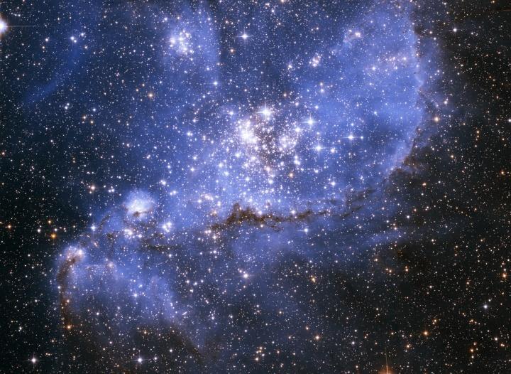 Estrelas e galáxias no espaço sideral.