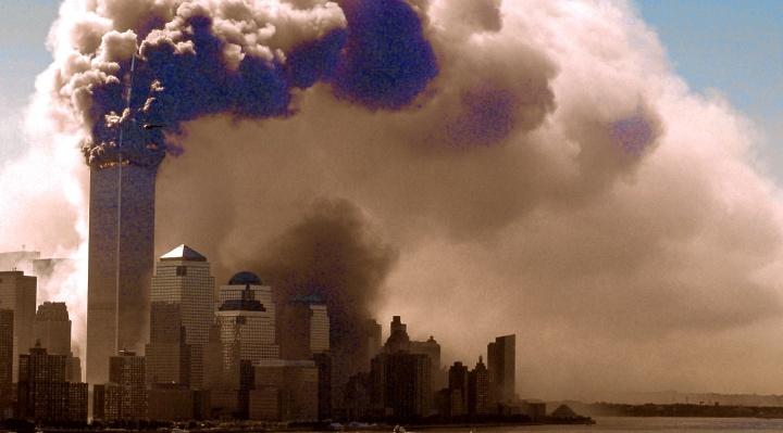 20 anos após o 11 de Setembro, a dor continua sendo uma ferida crua para a América. Refletindo, tentamos entender o que não faz sentido algum. Como essas coisas poderam acontecer?